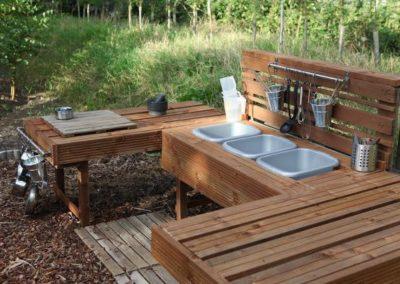 pallet outdoor play kitchen